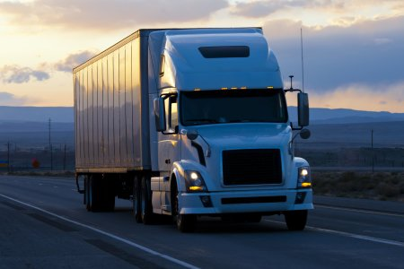 Tractor Trailer Shipping Services | Less Than Truckload (LTL